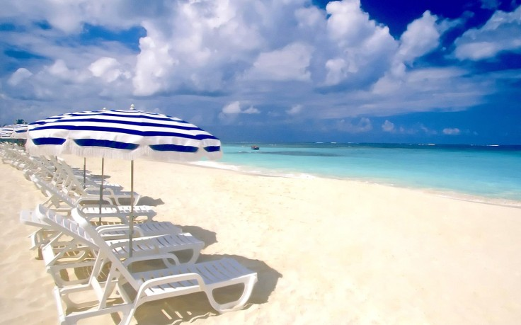 easy-chairs-on-the-beach-hd-sea-wallpapers-sun-sky-fresh-air-amazing-beach -vacation-holiday-free-1504×1128-736×459